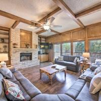 Family-Friendly Home with Hot Tub, Fire Pit and Deck!, hotel in San Antonio