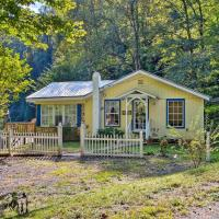 Cottage with Mtn Views Near Tail of the Dragon!, hotel in Fontana Village