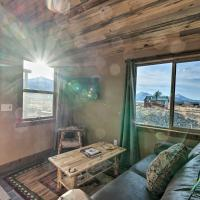Couples Retreat 1-Hour Drive from Yellowstone NP!, hótel í Livingston