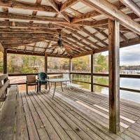 Pet-Friendly Lake Norman Cottage Swim, Boat, Fish, отель в городе Мурсвилл