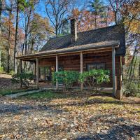 Woodland Cabin with Hot Tub & Deck - 11 Mi to Boone!