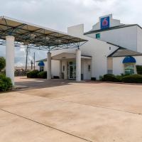 Motel 6-San Antonio, TX - South