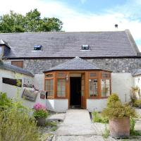 Swallow Cottage - Large Family Cottage with Beautiful Views, hotel in Marnoch