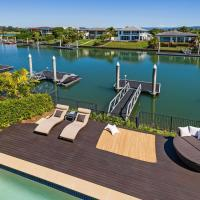 Luxury suite + private living room on waterfront in Hope Island