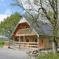 Deveron Lodge, Stunning Log Cabin in the woods next to the River, hotel in Marnoch