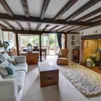 Charming Holiday Home in Cranbrook with Fireplace