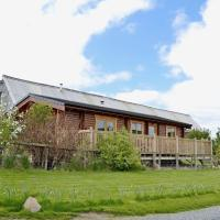 Bonnie View Lodge, Gorgeous Wood Cabin with Castle and River View, hotel in Marnoch