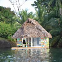 El Toucan Loco floating lodge