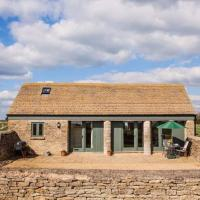 Secluded Romantic Cotswolds Barn - Sleeps 2 to 4 - Near Cirencester - Dog Friendly