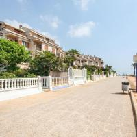 Amazing home in Santa Pola w/ 5 Bedrooms, hotel en Santa Pola