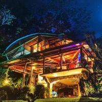 5 BR Luxury Home & Spa near Cocovado National Park, hotel in Puerto Jiménez