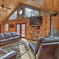 Rustic Cabin with Hot Tub - 7 Miles to Hocking Hills, hotel in Logan