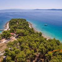 Summer Cottage Close To Sea, hotel in Okrug Gornji
