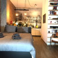 Quiet spacious NY Loft 200m from train station, Restaurants, Bars