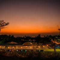 Lover View Pool Bar & Bungalows, hotel in Ngwesaung