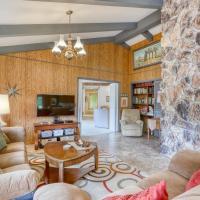 Viewcrest Retro Country Home, hotel in Orick
