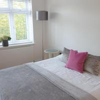 Spacious room with an suite bathroom in North West London