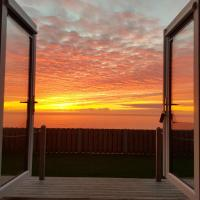 Allibella Shepherds Hut, Amazing Seaview, Private garden, Pet Friendly