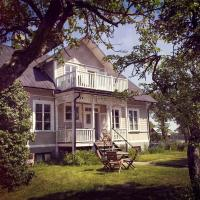 Three Pheasants Boutique Bed and Breakfast, hotel in Ekeby