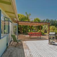 The Good Earth Beach House - Hot Water Beach Holiday Home, hotel in Hotwater Beach