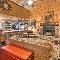 Rustic Getaway with Pool Table Less Than 6 Miles to Helen!, Hotel in Sautee Nacoochee