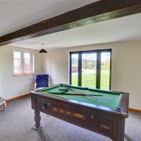 Spacious holiday home in Llandinam near River