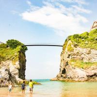 Family Beach Life-Surf Getaway-Sleeps 11- Parking-Walk Everywhere