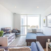 Super New Stylish Studio Apartment + Parking Sleeps 4