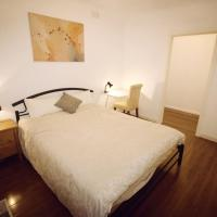 Sunny House - Melbourne Airport Home, hotel near Essendon Fields Airport - MEB, Melbourne