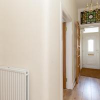 414 Spacious 2 bedroom ground floor apartment near Leith