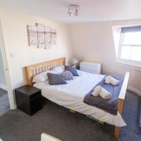Ocean Apartment, 50 yds to Beach, Sleeps 10