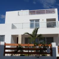 Modern villa, 4 bedrooms, private pool, close to Coral bay strip