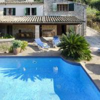Pollenca Villa Sleeps 6 with Pool and WiFi