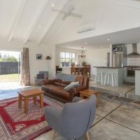 Modern Cottage Charm - Albert Town Holiday Home Only 5 Minutes From Wanaka