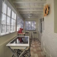 Quaint Albuquerque Abode with Private Backyard!, hotel in Alameda
