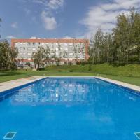 Apartamento con piscina en zona residencial