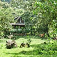 Mindo Eco Chalet with Natural Pool and Waterfalls, hotel em Mindo