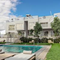 Balcony/pool/free parking garage Studio