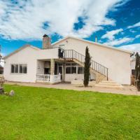 Lavish Villa in Villamuriel de Cerrato with Swimming Pool