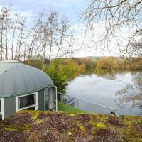 Lakeview Yurt, hotel in Beckford