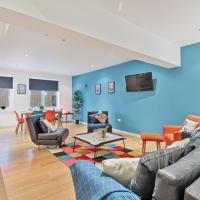 Chalk Cliff View - fantastic central Lewes apartment - panoramic cliff views - Fast Wifi, hotel in Lewes