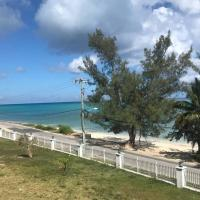 Oceanfront 4 story condo, hotel near Lynden Pindling International Airport - NAS, Nassau