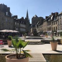 Séduisant Appartement au Coeur de la ville historique de Guingamp, hotel in Guingamp