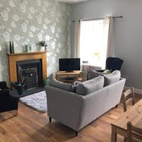 Farm cottage with Real coal fire, hotel in Duns
