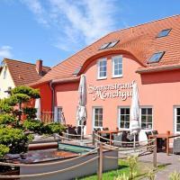Ferienwohnungen auf Moenchgut_, hotel in Lobbe