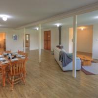 Village Stays Coldstream Gallery Bungalow