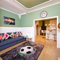 Air Host and Stay - Daisy House - Large 3 bedroom sleeps 8 10 minutes from city centre