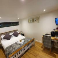 Annex in Chippenham with Sky TV, Parking and WIFI, hotel in Chippenham
