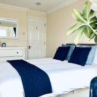 2 Bed 2 Bath Flat with Private Parking and 3 min to Tube