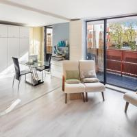 Contemporary 2-bed flat with Parking